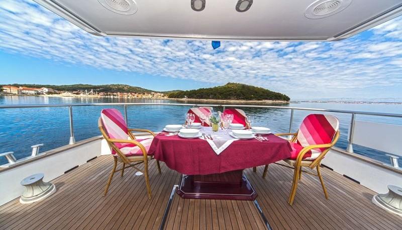 Yacht paluba