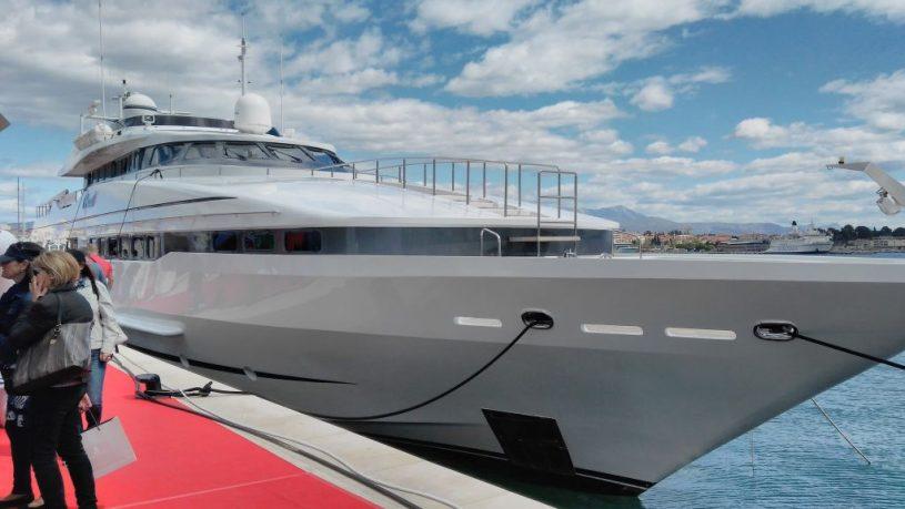 yacht yacht