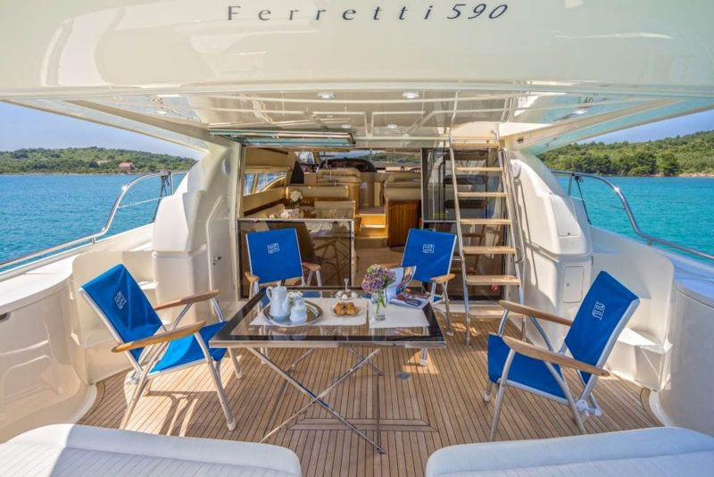 Ferretti 590
